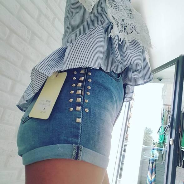 TRES JOLIE ROMA #TresJolie #Roma #Moda #Abbigliamento #Donna #Bigiotteria #Scarpe #Accessori #Borse #SempreNuoviArrivi #Primavera #Mood #VeniteciATrovare #Centocelle http://tresjolieroma.altervista.org/ https://www.facebook.com/vale.tresjolie/ https://www.facebook.com/abbigliamoci/ https://plus.google.com/u/0/+TresJolieAbbigliamentoDonna/ https://plus.google.com/u/0/+TresJolieRomaAbbigliamentoPerLaDonna/ https://twitter.com/tresjolierm/ https://www.instagram.com/tresjolieroma/ M.A.R.C.A. SRL Punto Vendìta Abbigliamento Via dei Platani, 117 -00172 Roma Tel. +39 06 2302637 - FAX +39 0645435707 eMail:MarcaSrl2014@gmail.com - marcasrls@legalpec.me P.IVA: 12886561005 - R.E.A ROMA 1407694 SIAMO PRESENTI SUL MERCATO DELLA PUBBLICA AMMINISTRAZIONE – MEPA/CONSIP I nostri partners: MF Automobili SRL - http://www.mfautomobili.it/ Immobili e Costruzioni SRL - http://immobiliecostruzioni.altervista.org/ WeMake Service SRL: http://www.wemakeservice.it/ Tutela Consumatori: ASSOdiCONS - https://assodicons.wordpress.com/ - http://consumatoriciampino.altervista.org/ Sostieni le associazioni no Profit: Associazione Multiculturale Lazio http://www.associazionemulticulturalelazio.it/ ONLUS Oltre il Giardino - http://www.onlusoltreilgiardino.it/ Wardrobe, Abbigliamento, Vestuario, Clothes, Capo, Vestito, Indumento, Prenda, Shop, Negozio, Negocio, Size, Taglia, Talla, Suit, Dress, Abito da sera, Traje, Shirt, Camicia, Camisa, Silk shirt, Camicia di seta, Camisa de seda, Vest, Canottiera, Camiseta, Cotton vest, Canottiera di cotone, Camiseta de algodón, Coat, Cappotto, Sobretodo, Leather jacket, Giacca in pelle, Chaqueta de cuero, Windbreaker, Giacca a vento, Chaqueta, rompeviento, Skirt, Gonna, Falda, Jeans, Jeans, Pantalón vaquero, T-shirt, Maglietta, Camiseta, Striped t-shirt, Maglietta a strisce/righe, Camiseta a rayas, Sweater, Maglione, Pullover / Jersey, Woollen sweater, Maglione di lana, Pullover de lana, Panties, Mutande, Braga / Bombacha, Trousers, Pantaloni, Pantalones, Checked 